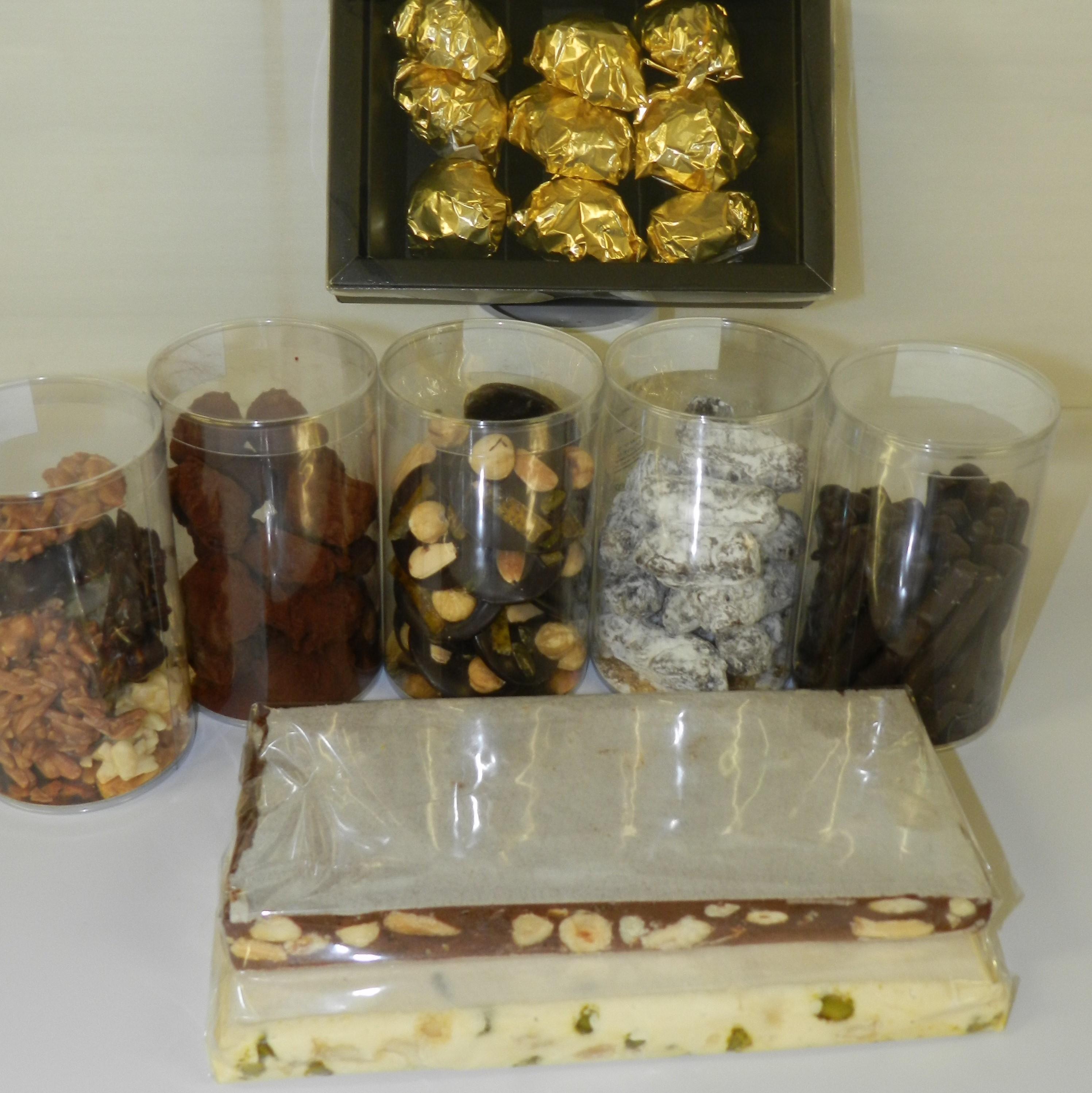 Confiserie marrons glacés nougat chocolat mendiants orangettes carré