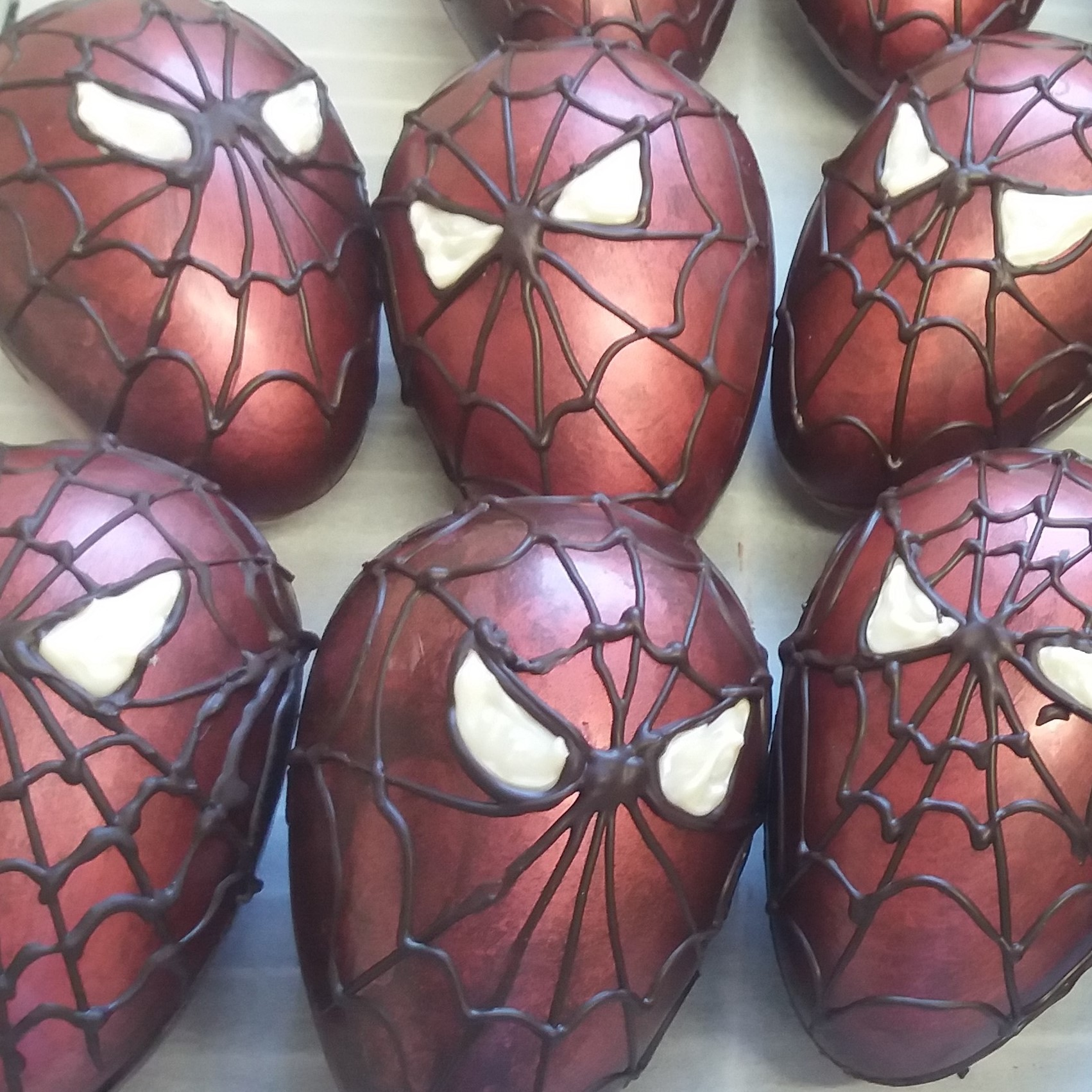 oeuf pâques spiderman chocolat carre