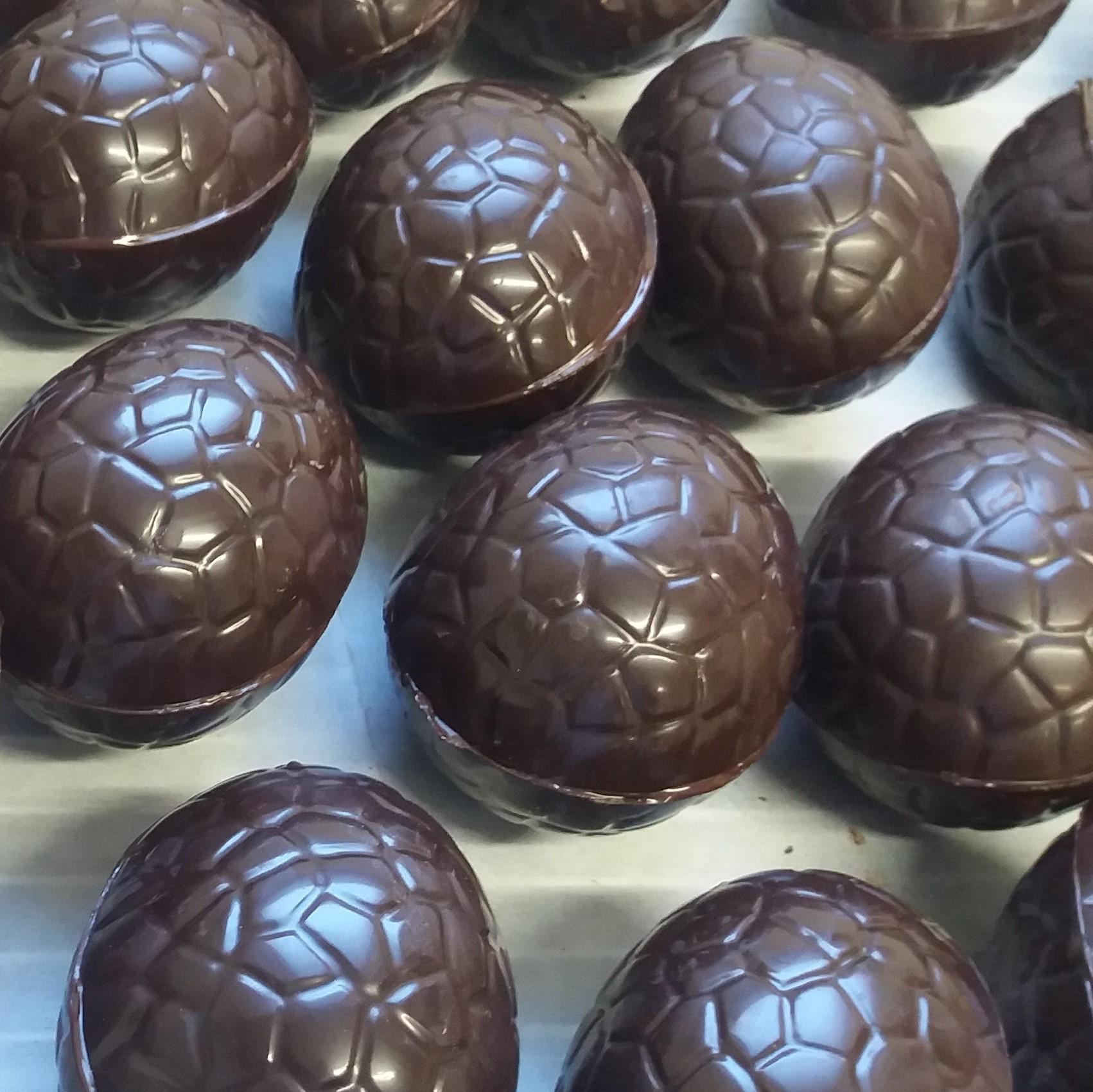 oeufs pâques craquelés chocolat noir